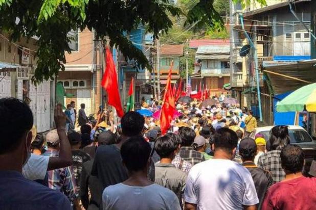 Au moins cinq morts lors d'affrontements en Birmanie, selon une milice anti-junte