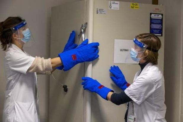 """Eerste vaccinaties starten maandag: """"Patiënten krijgen na 21 dagen tweede inspuiting"""""""