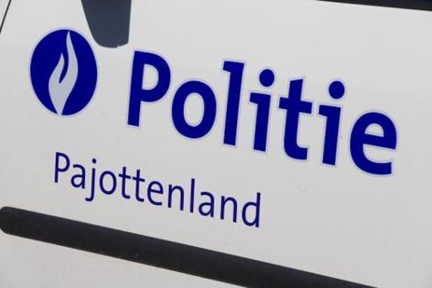 Auto rijdt woonkamer binnen in Galmaarden