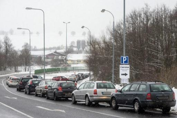 Colère à la frontière tchéco-allemande, Berlin exigeant un test anti-virus à l'entrée