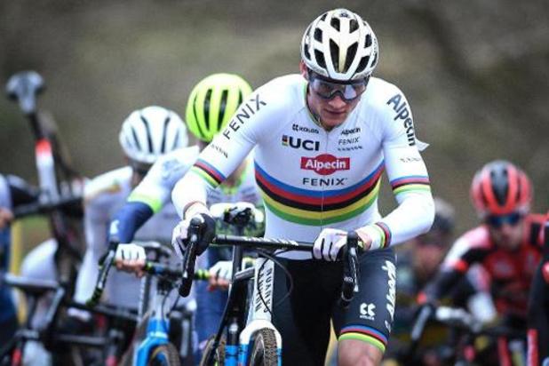 Mathieu van der Poel is voor het vijfde jaar op rij de Belgen te snel af in Otegem
