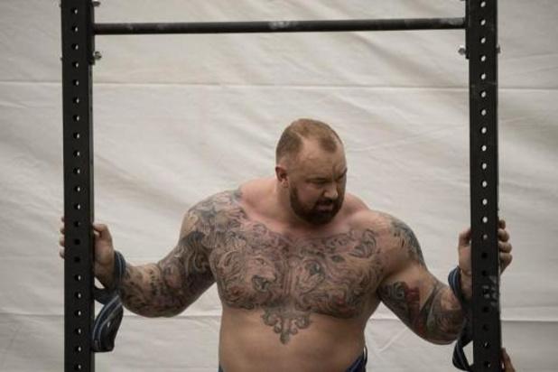"""The Mountain"" verbetert wereldrecord deadlift: 501 kg"