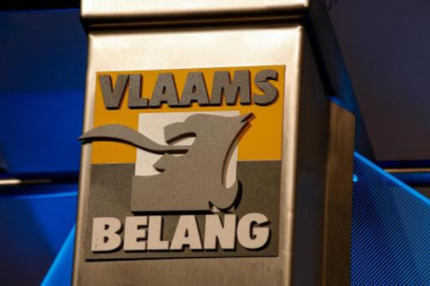 """Vlaams Belang verkoopt """"Vlaamse identiteitskaarten"""" voor Warmste Week"""