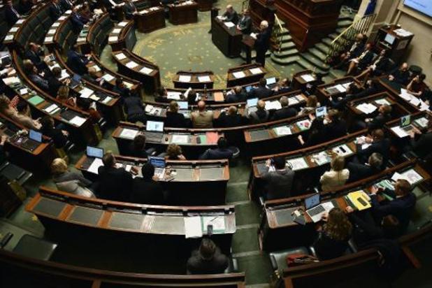Sur le papier, il y a un large soutien du parlement pour une union face à la crise