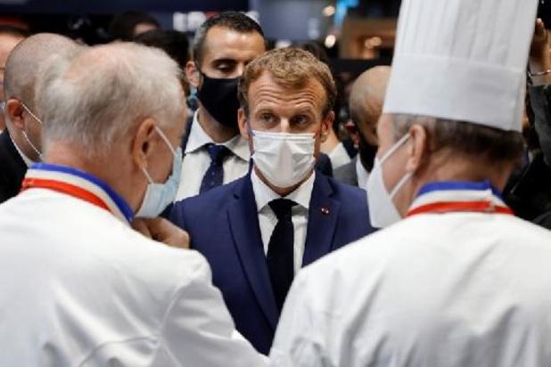 France: Emmanuel Macron cible d'un jet d'oeuf lors d'un salon de la restauration