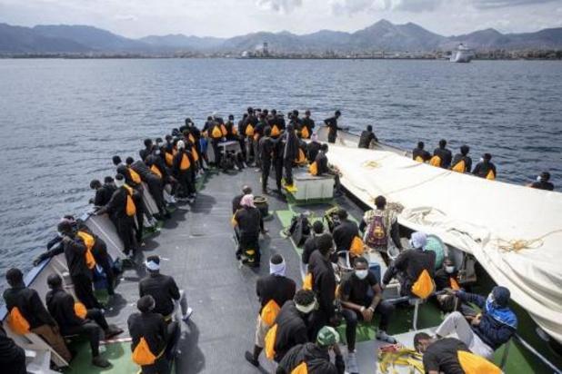 Italie: moins de 4% des migrants qui arrivent par la mer testés positifs au Covid-19
