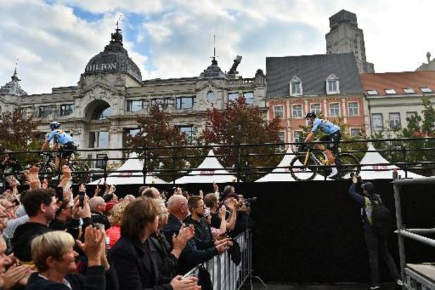Début de la course irisée à Anvers, 194 coureurs rêvent du maillot arc-en-ciel
