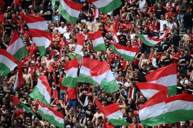 """Les stades hongrois aux couleurs nationales en réponse au """"Rainbow-gate"""""""