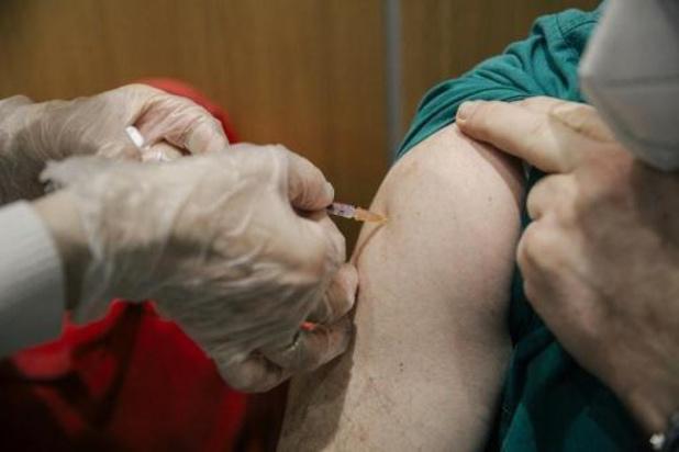Ziekenhuispersoneel met verhoogd risico op coronabesmetting eerst aan de beurt voor vaccin