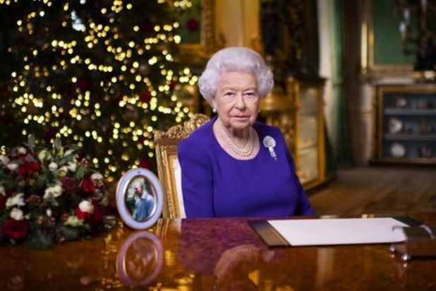 Britse koningin en haar man ingeënt