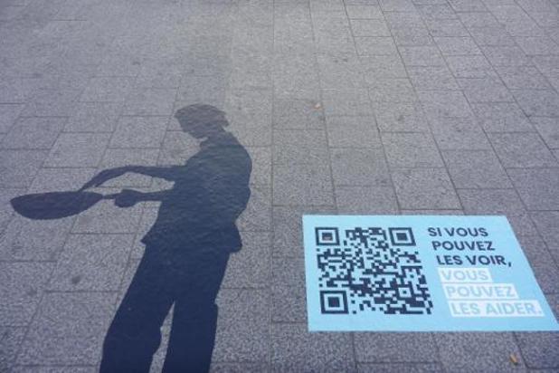 Des ombres devant la gare centrale de Bruxelles pour rendre l'esclavage moderne visible