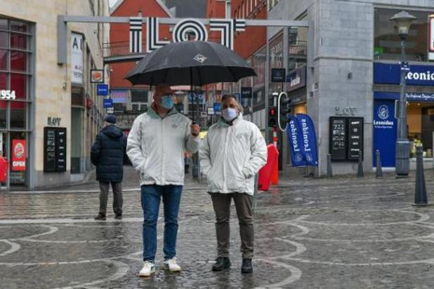 Une marche en hommage aux policiers blessés à Liège