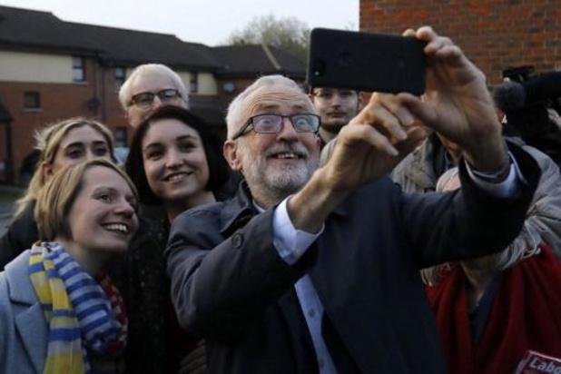 Le chef de l'opposition lance sa campagne en s'en prenant aux élites
