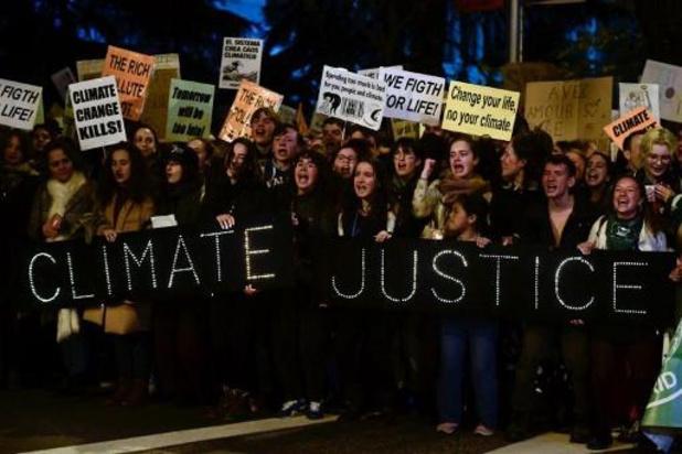 Europese jongeren betogen aan Europees Parlement voor 11 procent minder uitstoot