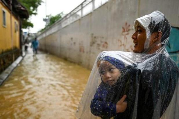 Inondations et glissements de terrain au Vietnam font 105 morts et 27 disparus