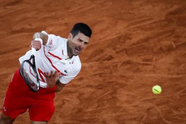 Novak Djokovic im mum van tijd naar tweede ronde