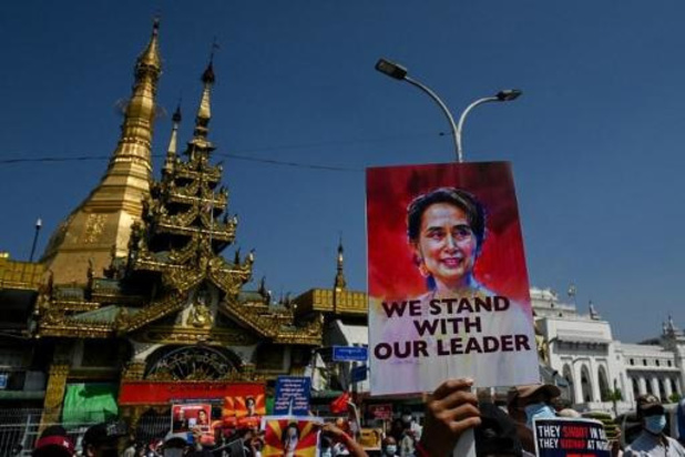 """""""Myanmarese leider Suu Kyi zonder advocaat voor de rechter"""""""
