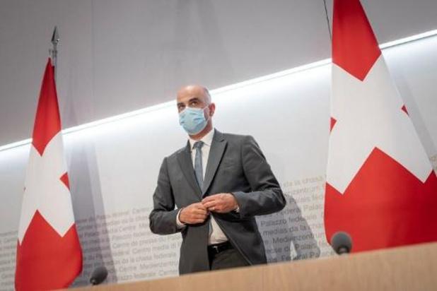 Zwitserland versoepelt coronamaatregelen: restaurants mogen ook binnen open