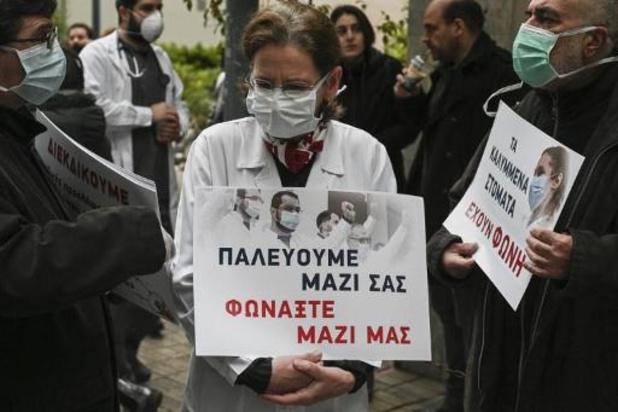 Médecins et soignants grecs manifestent, dénoncent des lacunes