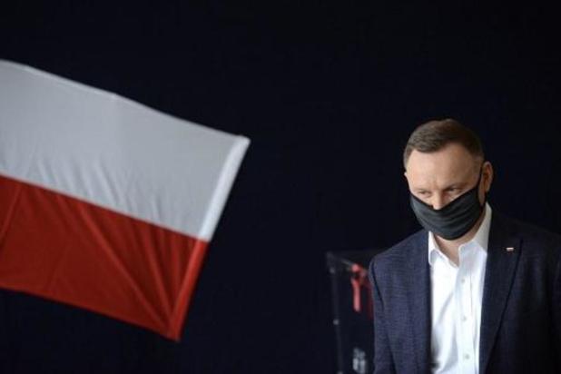 Pologne: vers un second tour entre le président sortant Duda et le candidat libéral