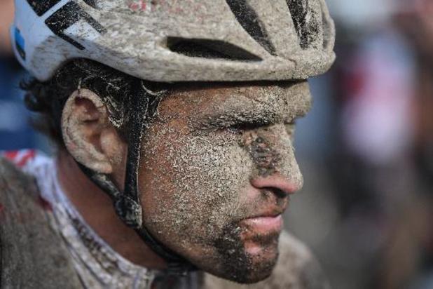 """Parijs-Roubaix - Van Avermaet had last van maagklachten: """"Moeilijk als je op die manier moet koersen"""""""