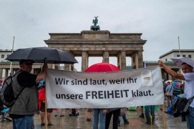 """Berlin condamne des comportements """"inacceptables"""" lors de la manif """"anticoronavirus"""""""