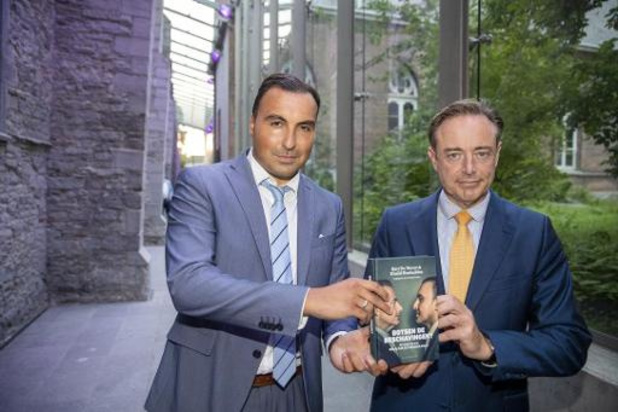 Nine Eleven: Bart De Wever en Khalid Benhaddou brengen boek uit over polarisatie christendom en islam