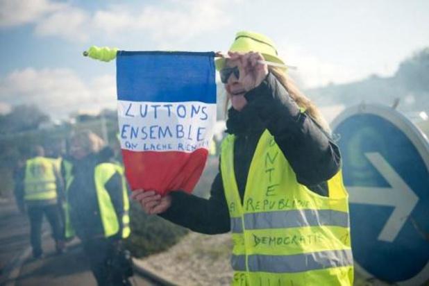 """France: des """"gilets jaunes"""" manifestent dans le calme"""