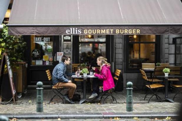 Les cafés et restaurants seront fermés pendant 4 semaines