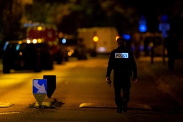 Onthoofding nabij Parijs - Macron aangekomen bij college van onthoofde leraar