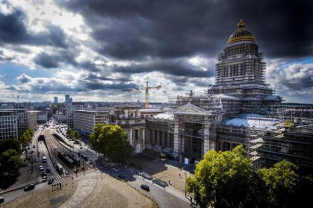 Agent veroordeeld wegens doorspelen info aan terroristen aanslagen Brussel en Parijs