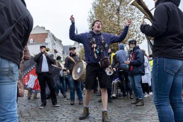 Quelque 4.000 étudiants participent au cortège de la Saint-V dans les rues de Bruxelles
