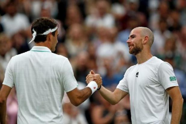 Federer plaatst zich voor tweede ronde van Wimbledon na opgave Mannarino