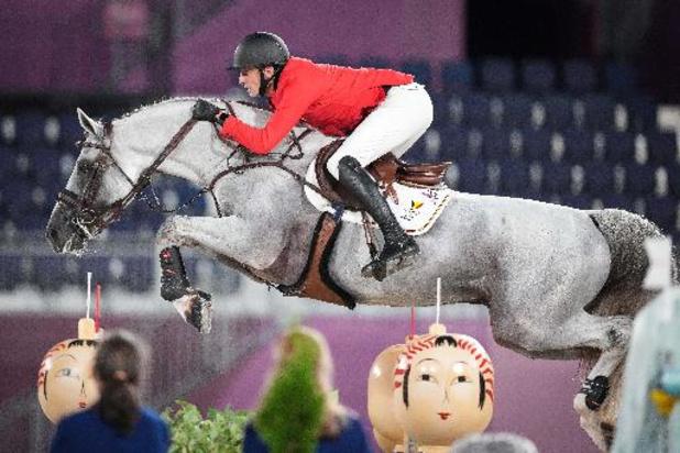 OS 2020 - Ruiter Grégory Wathelet draagt Belgische vlag bij slotceremonie