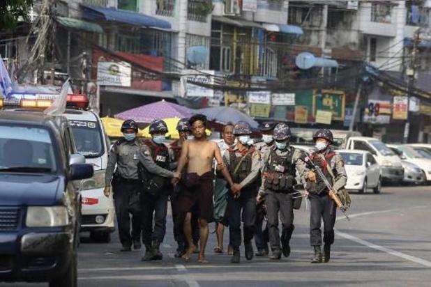 Birmanie: les forces de l'ordre font usage de la force envers les manifestants