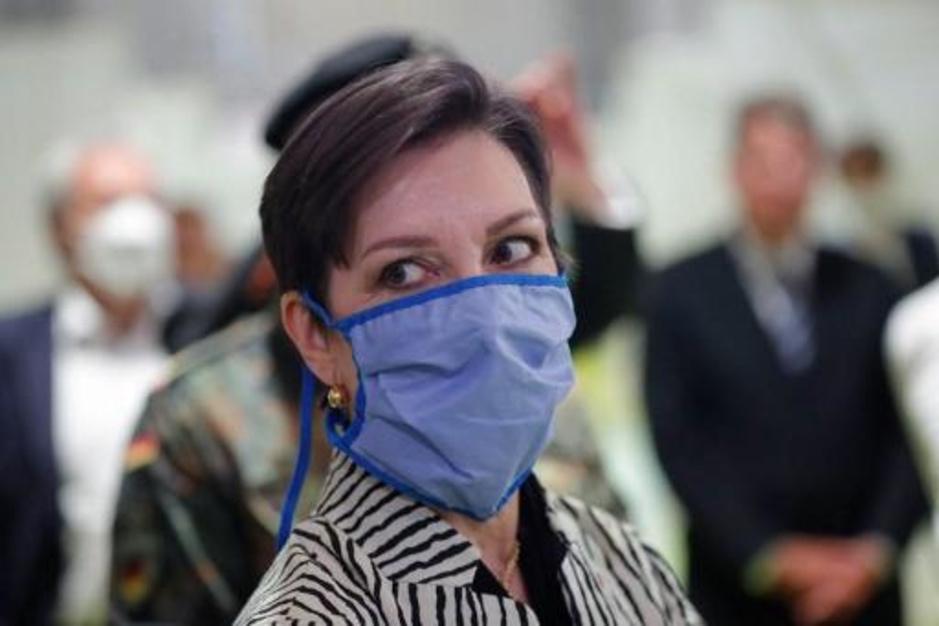 Factcheck: Nee, je krijgt geen longziekte door een mondmasker te dragen