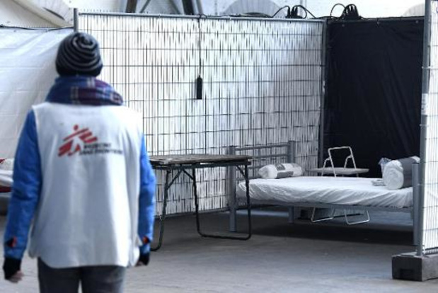 Couvre-feu: des attestations de non-hébergement distribuées aux sans-abri en rue
