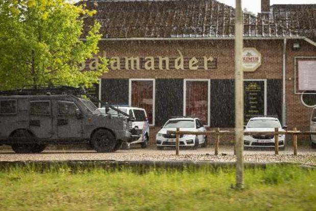 """Chasse à l'homme en Flandre - La police et l'armée quittent la porte d'entrée """"De Salamander"""" du parc national"""