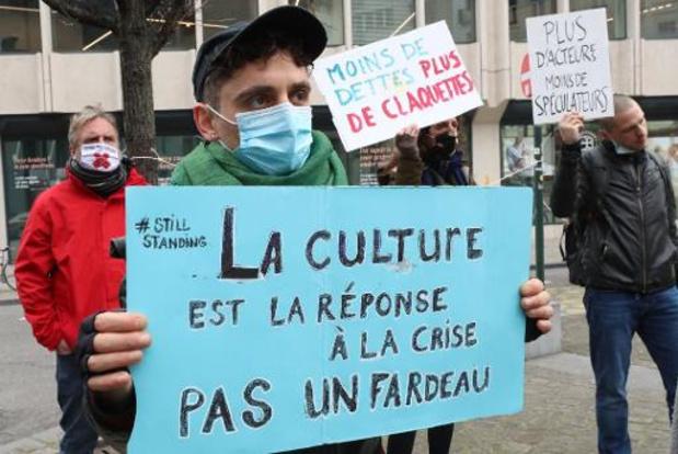 """La coalition Faire Front crie sa """"soif de culture"""" devant le cabinet Linard"""