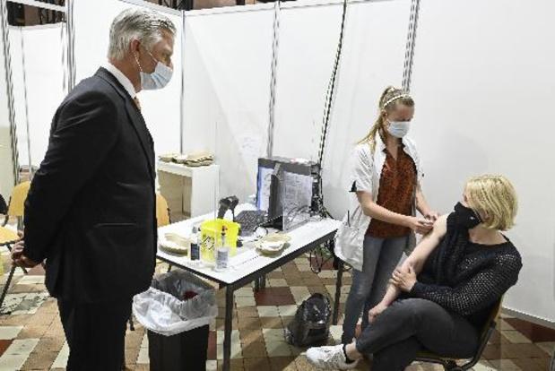 Koning Filip bezoekt vaccinatiecentrum in be-MINE Beringen