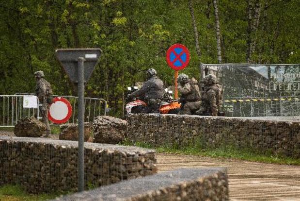 Zoekactie naar gewapende militair - Politie en leger massaal aanwezig voor zoekactie naar gewapende militair