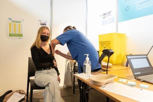 Niet gevaccineerd op schoolreis? Ouders zullen meer moeten betalen