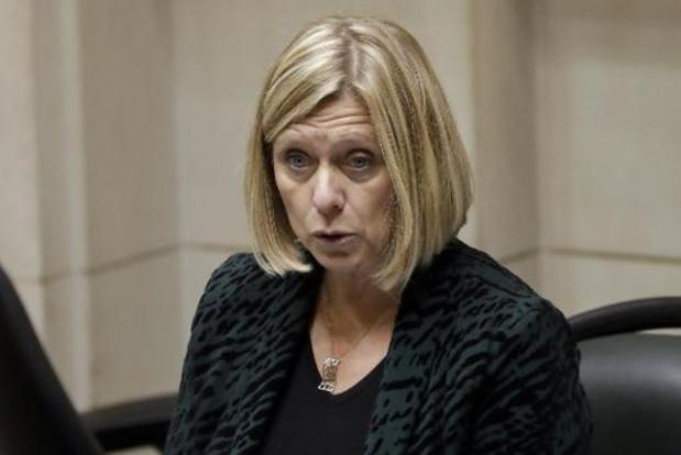 Taxe Corona: Eliane Tillieux rappelle la Banque nationale à l'ordre