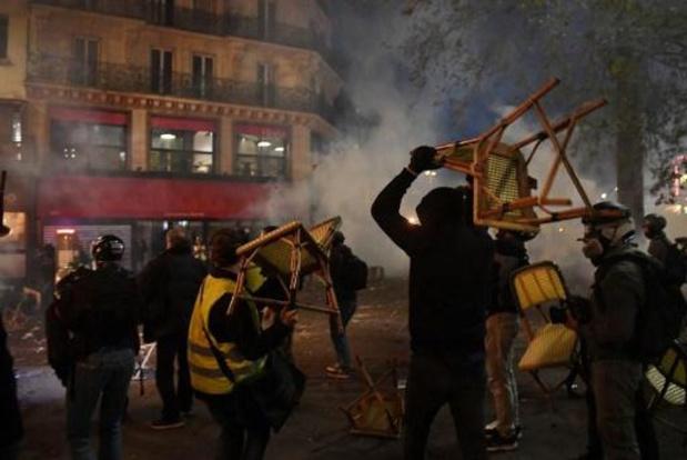 France: forte mobilisation pour les marches des libertés, des heurts à Paris