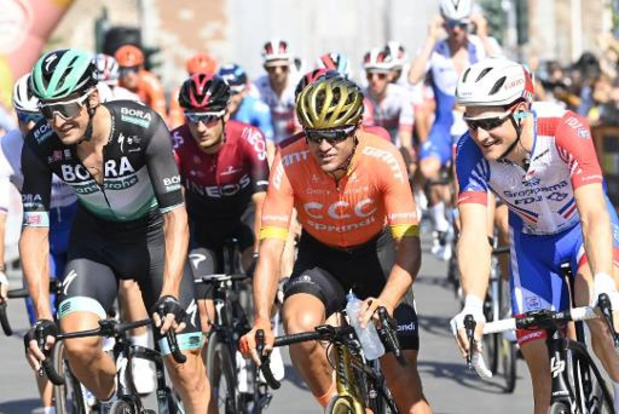 Milaan-Sanremo - Van Avermaet moest remmen toen Alaphilippe en Van Aert versnelden