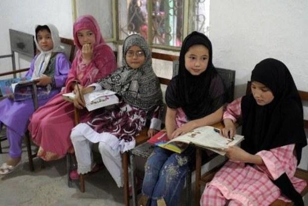 Des filles de retour au collège et au lycée dans une province afghane