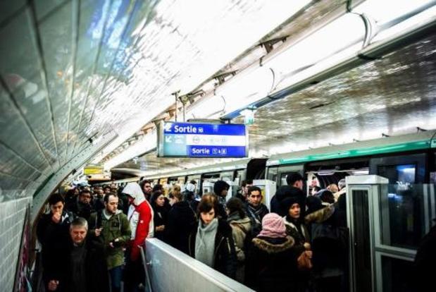 Le trafic des trains et métros encore fortement perturbés mardi en France