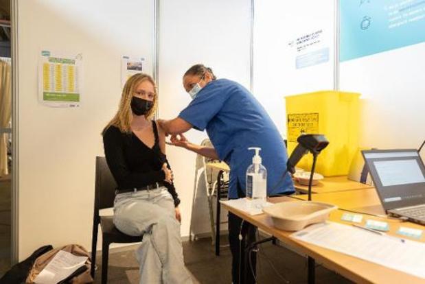 FAGG moet tienduizenden vaccins onderzoeken na stroompanne in Gents vaccinatiecentrum