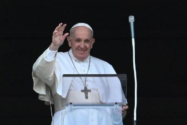 """""""Toujours en vie bien que certains veuillent ma mort"""", plaisante le pape"""