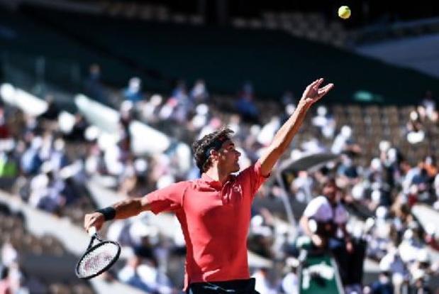 Roger Federer neemt met gemak eerste horde